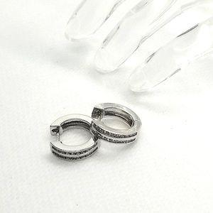 😍2/25.925 Stirling Silver hoop Ryhnstone earrings